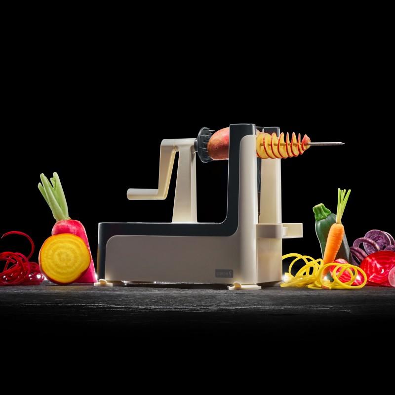 Lurch Super-Spiralschneider mit drei Messereinsätzen beim Schneiden von Spiralen